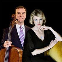 Bild: Der Hase im Rausch spielt Cello. Esche liest Esche. Greger spielt Bach.