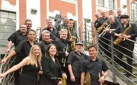 Bild: On Cue Big Band feat. Sylvia Schwind - Jazz in the Garden