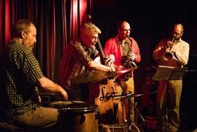 Bild: Ruder 35: 1000 mit Jan Klare - reeds / Bart Maris - trumpet / Wilbert de Joode - Bass / Michael Vatcher - percussion - Jazz im Rudersport