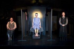 Bild: Die Präsidentinnen - Theaterstück von Werner Schwab, Regie Christiane Ziehl