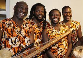 Bild: Gordon Odametey & ABAATU – Rhythmus aus Westafrika