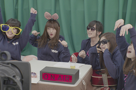 Bild: Raise Your Arms and Twist! Documentary of NMB48 von Atsushi FUNAHASHI - Nippon Visions