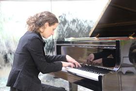 """Bild: Klavier-Recital: """"Reflexionen auf dem Wasser"""""""