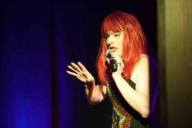 Bild: Hier kommt Daphne - Travestie der Extraklasse - Erstmals im Schwäbischen Lieder- & Geschichtenhaus