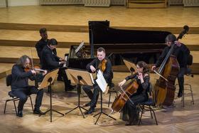 Schlesische Kammersolisten und Christoph Soldan, Sprecher - Weihnachtliches Lesekonzert mit Musik von Warlock, Mozart und Ravel