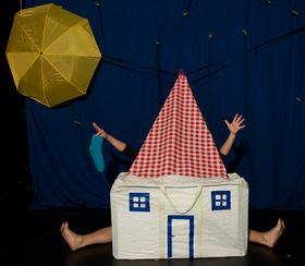 """Bild: Figurentheater Esther Nicklas zeigt: """"Socke, Mond und Sterne"""" - Theater mit Dingen und Objekten"""