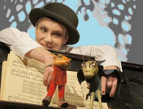 """Bild: die exen zeigt: """"Das Lied der Grille"""" - Puppentheater aus dem Klavier"""