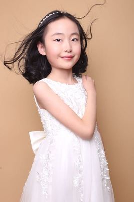 Bild: Jinying Hu spielt Bach - 2. deutsch-chinesisches music fest - Jinying Hu (12 Jahre)