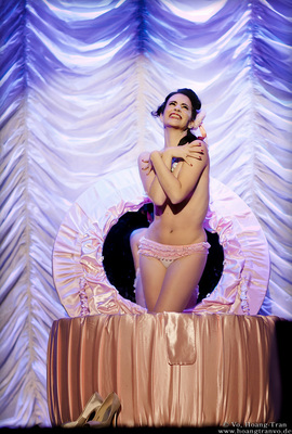 Bild: The Petits Fours Show - Burlesque Show