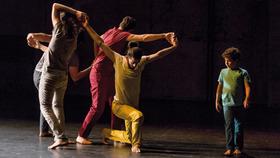 """Bild: Medhat Aldabaal, Davide Camplani """"Amal""""  (D/Syr) -  Eine Produktion von Sasha Waltz & Guests"""