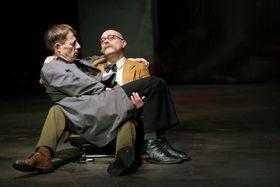 Bild: Requiem für einen Spion - Schwarze Komödie von George Tabori mit Luc Feit u.a.