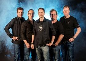 Bild: Die meistgebuchte Dire Straits-Tribute-Band Europas live! - im kleinsten Wohnzimmer Süddeutschlands