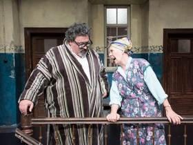 Tratsch im Treppenhaus - Lustspiel von Jens Exler mit Ohnsorg-Star Heidi Mahler