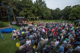 Bild: GOP.   Sommer Varieté - Open Air - Varieté im Vier-Jahreszeiten-Park Oelde