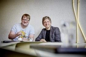 Bild: Jens Heinrich Claassen und William Wahl - Männer am Klavier