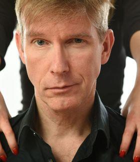Peter Vollmer - Er hat  die Hosen an – sie sagt ihm, welche