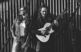 Bild: Suzan Baker & Dennis Lüddicke -                                          2 Gitarren & 2 Stimmen - Hör.Bar Konzert