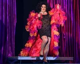 Bild: Travestie - Show mit Yvonne Parker