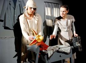 Bild: Die Muschellauscherin - Theater Fusion