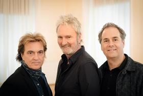 "Bild: Frontm3n - ""All For One"" - Tour 2019 - Peter Howarth (The Hollies), Mick Wilson (10cc) & Pete Lincoln (The Sweet)"