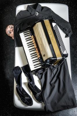 Bild: La Signora - Die Schablone, in der ich wohne - Carmelo De Feo