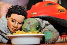Bild: Simon und Nuna - Spaghetti, Sturm und Fahrradhelm