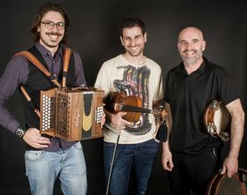 Bild: Klangkosmos Weltmusik - Xabier Diaz & Alvarez Brothers (Spanien)