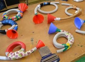Bild: Musikinstrumente zum Entdecken und Bauen