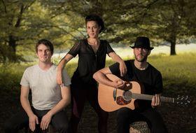 Bild: Akustik-Trio Diptych mit eigenen Songs - Live auf der Bühne onderm Balka