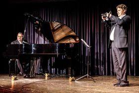 Bild: Des Duo - das Kompetenzzentrum für schwäbischen Pop - Live auf der Bühne onderm Balka