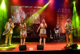 Bild: ABBA DELUXE - The Tribute Stageshow