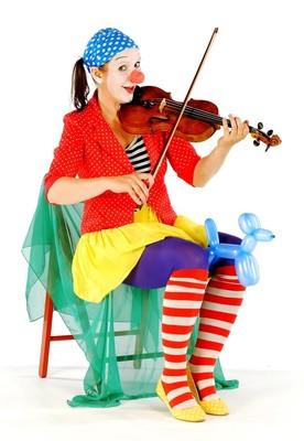 Bild: Prignitz-Ruppiner Komödienfestival - 9. Schöller Festspiele 2018 - Schöllers Familiensonntag Theater für Kids mit - Clownin Viola -