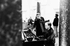 Bild: Eavesdropping Bach