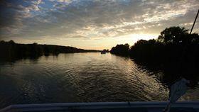 Bild: Fahrt in den Sonnenuntergang -