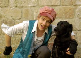 """Bild: Theater Sturmvogel - """"Mein Freund Charlie"""", Kindertheater mit echtem Hund für Kinder ab 4 Jahren"""