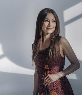 Bild: Royal Philharmonic Orchestra - Arabella Steinbacher Violine / Lionel Bringuier Leitung