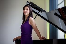 """Bild: """"Swimming Piano"""" - """"Clair de Lune & Mondscheinsonate"""" mit Huijing Han & Isabelle Engelmann am Flügel"""