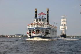 Bild: Hafenrundfahrt mit dem Raddampfer