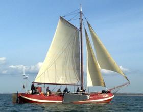 Bild: Ausfahrt Feuerwerk Traditionsschiff