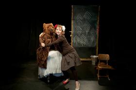 Bild: Schneeweißchen und Rosenrot - Solo mit Perücke und Bär