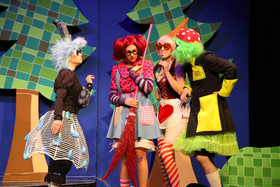 Bild: Die kleine Hexe - Landestheater Burghofbühne Dinslaken