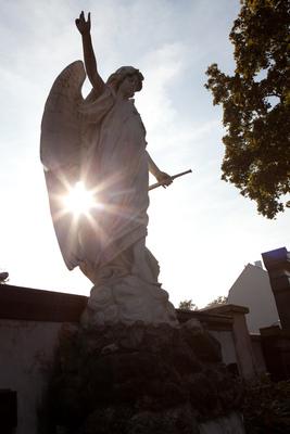 Bild: Bezaubernde Engel im Fürther Friedhof
