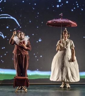 Bild: Herr Trautsich geht hinter den Vorhang und staunt - Theater Handgemenge
