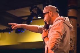 Bild: Poetry Slam - Poetry Slam mit Marvin Suckut