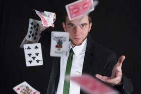 Bild: Magische Momente mit Zauberkünstler Felix Fischer - Zauberpremiere auf der Bühne onderm Balka