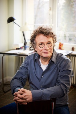 """Bild: Ingo Schulze liest """"Peter Holtz - Sein glückliches Leben erzählt von ihm selbst"""