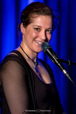 Bild: Liese-Lotte Lübke - Kopf in den Sand - KlavierKabarett