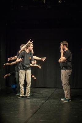 Bild: Improvisationstheater - Theaterstück inszeniert mit den Anmerkungen des Publikums