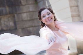 """Domingo Latino"" mit Claudia Carbo - Latin Rhythmen und Lebensfreude im Theater im Pariser Hof"