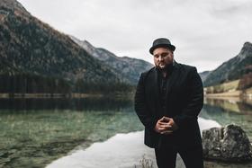 Bild: Alex Diehl - Zurück auf die Bretter -  Welt-Akustik Tour 2019